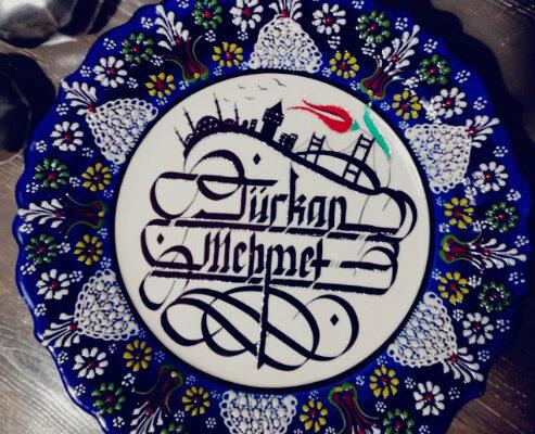çini tabak modelleri, çini tabak fiyatları, çini tabağa kaligrafi yazı, çini tabağa hat yazı