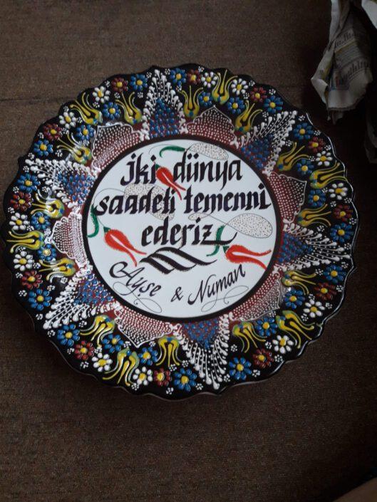 kadife kutulu çini tabak, kadife kutuda çini tabağa yazı, çini tabak yazı modelleri, hediyelik çini tabaklar, kütahya çini tabakları