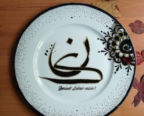 porselen tabak yazı, kaligrafi tabak yazı, kaligrafi porselen tabak, hat sanatı porselen tabak